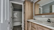 Advantage Sectional Summit 2868-237-UH Bathroom